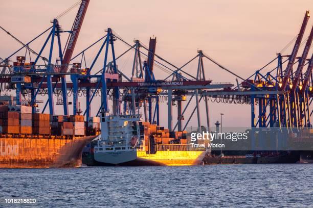 Kranen in de haven van Hamburg