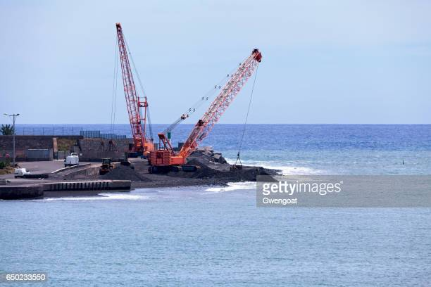 cranes in port réunion ouest - gwengoat stock pictures, royalty-free photos & images