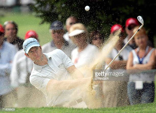 Welsh Bradley Dredge plays the ball 10 September 2006 on the sixteenth hole during the final round of the EPGA Golf European Master in CransMontana...