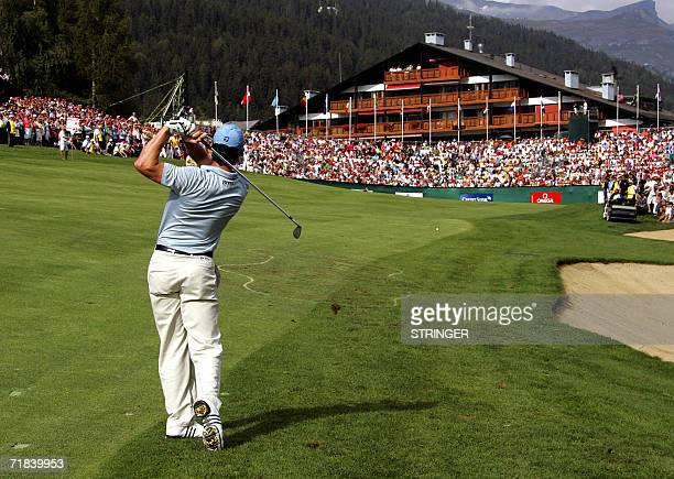 Welsh Bradley Dredge plays the ball on the eighteenth hole during the final round of the EPGA Golf European Master in CransMontana 10 September 2006...