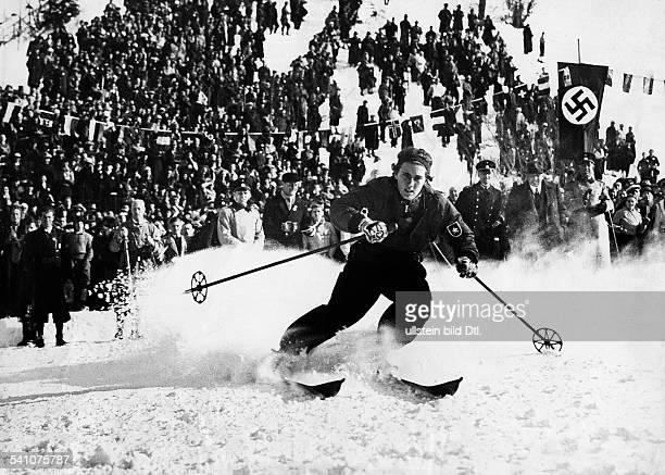 Cranz Christl *Sportlerin Ski Alpin DOlympische Winterspiele Garmisch in AktionSie wird Olympiasiegerin der der AlpinenKombination aus Abfahrt und...