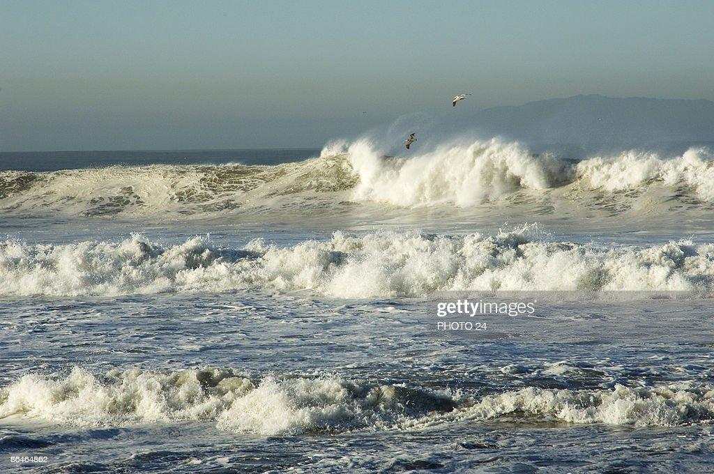 Crashing ocean waves : Stock Photo
