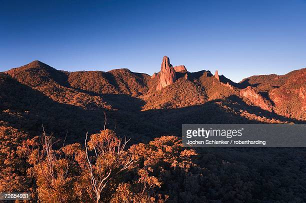 crater bluff and breadknife from macha tor, warrumbungle national park, new south wales, australia, pacific - national park stock pictures, royalty-free photos & images