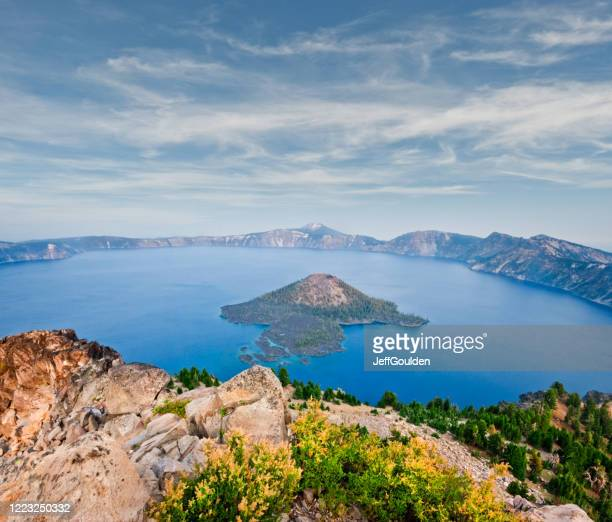 crater lake in the evening - jeff goulden stock pictures, royalty-free photos & images