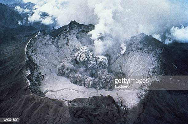 crater of mount st helens volcano - mount st. helens stock pictures, royalty-free photos & images