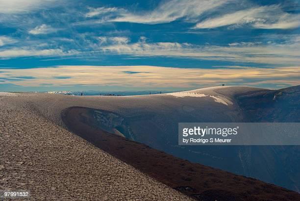crater of volcano villarrica - pucon fotografías e imágenes de stock