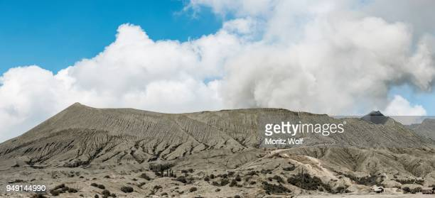 crater, vent, smoking volcano, mount bromo, bromo tengger semeru national park, east java, indonesia - bromo crater stock pictures, royalty-free photos & images