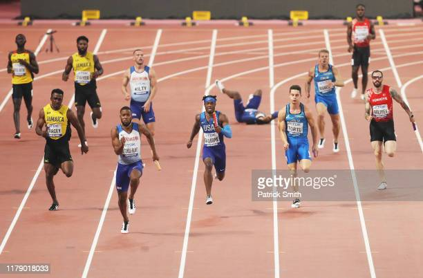 Cravon Gillespie of the United States and Heat 1 competes in the Men's 4x100 metres relay heats during day eight of 17th IAAF World Athletics...