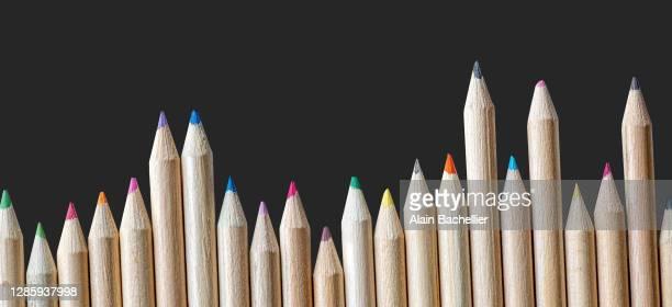 crayons de couleur - alain bachellier photos et images de collection