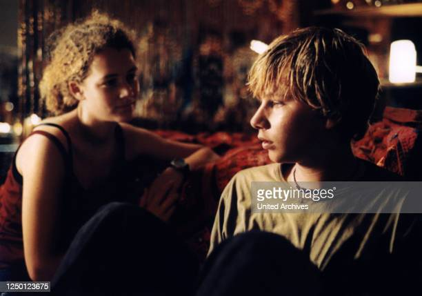 Crazy, D 2000, Regie: Hans-Christian Schmid, OONA-DEVI LIEBICH, ROBERT STADLOBER.