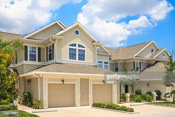 cream colored house in a suburban neighborhood - southern usa stock pictures, royalty-free photos & images