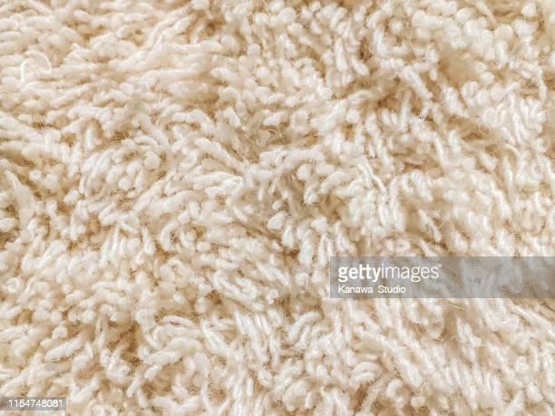 crème gesneden stapel tapijt textuur - crèmekleurig stockfoto's en -beelden