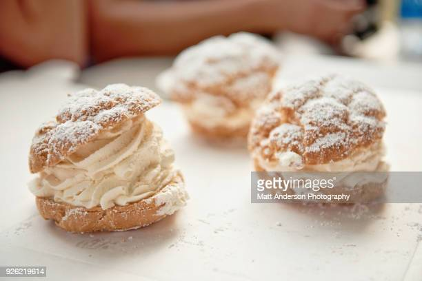 cream puffs - baked pastry item stock pictures, royalty-free photos & images