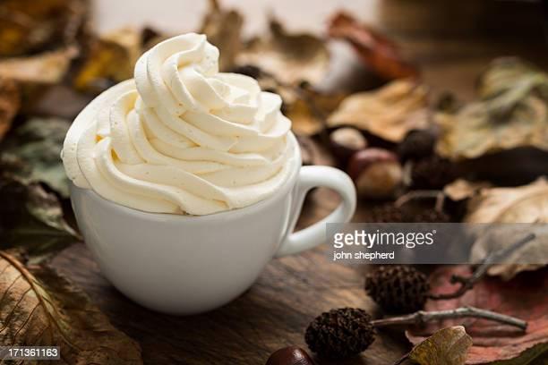 クリーム色のトップのコーヒー