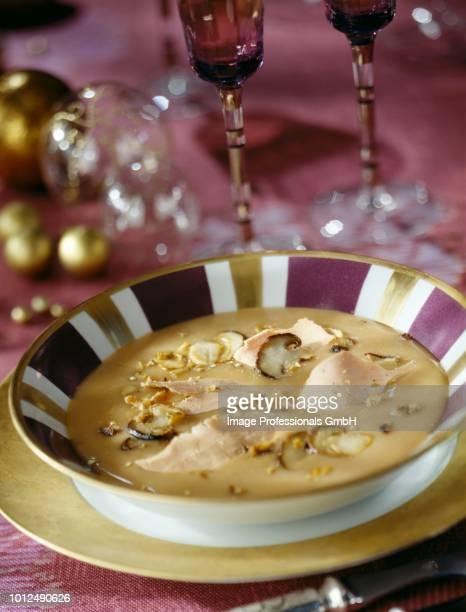 creamed ceps with foie gras and hazelnuts - gras fotografías e imágenes de stock