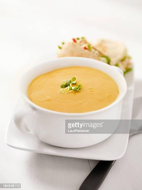 sopa cremosa de abóbora - sopa - fotografias e filmes do acervo