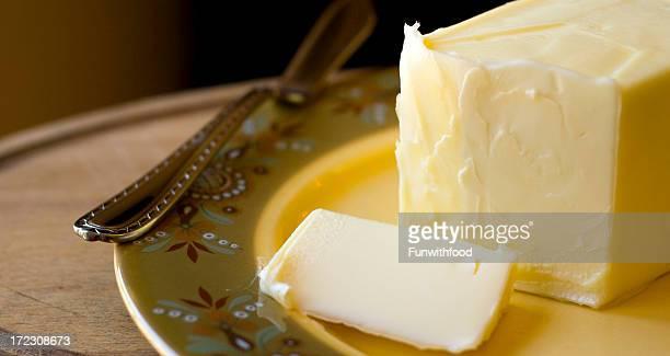 クリーミーな焼きたての乳製品バターを焼く - バター ストックフォトと画像