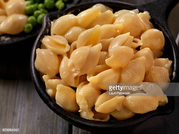 creamy shells and cheese sauce - macaroni and cheese stock photos and pictures