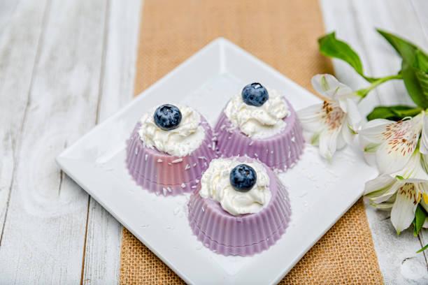 Creamy yogurt jello