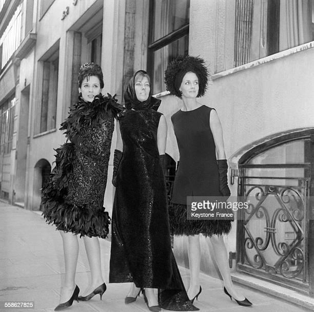 Creation de Jacques Heim voici entourant 'Belphegor' robe du soir et capuchon paillete noir a gauche 'Ballentine's' robe de crepe noir le bas de la...