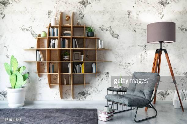 アームチェア付きクリエイティブブックシェルフデザイン - 本棚 ストックフォトと画像