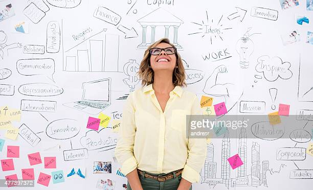 creative business woman thinking - ontwikkeling stockfoto's en -beelden