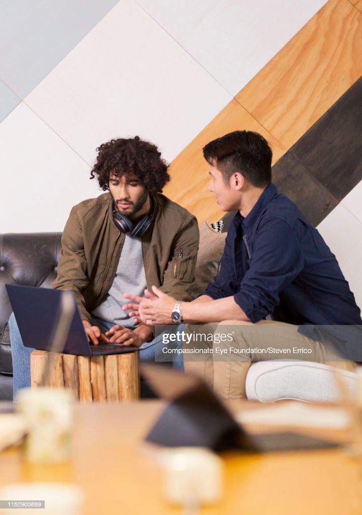 Creative businessmen having informal meeting in co-working space : Stock Photo