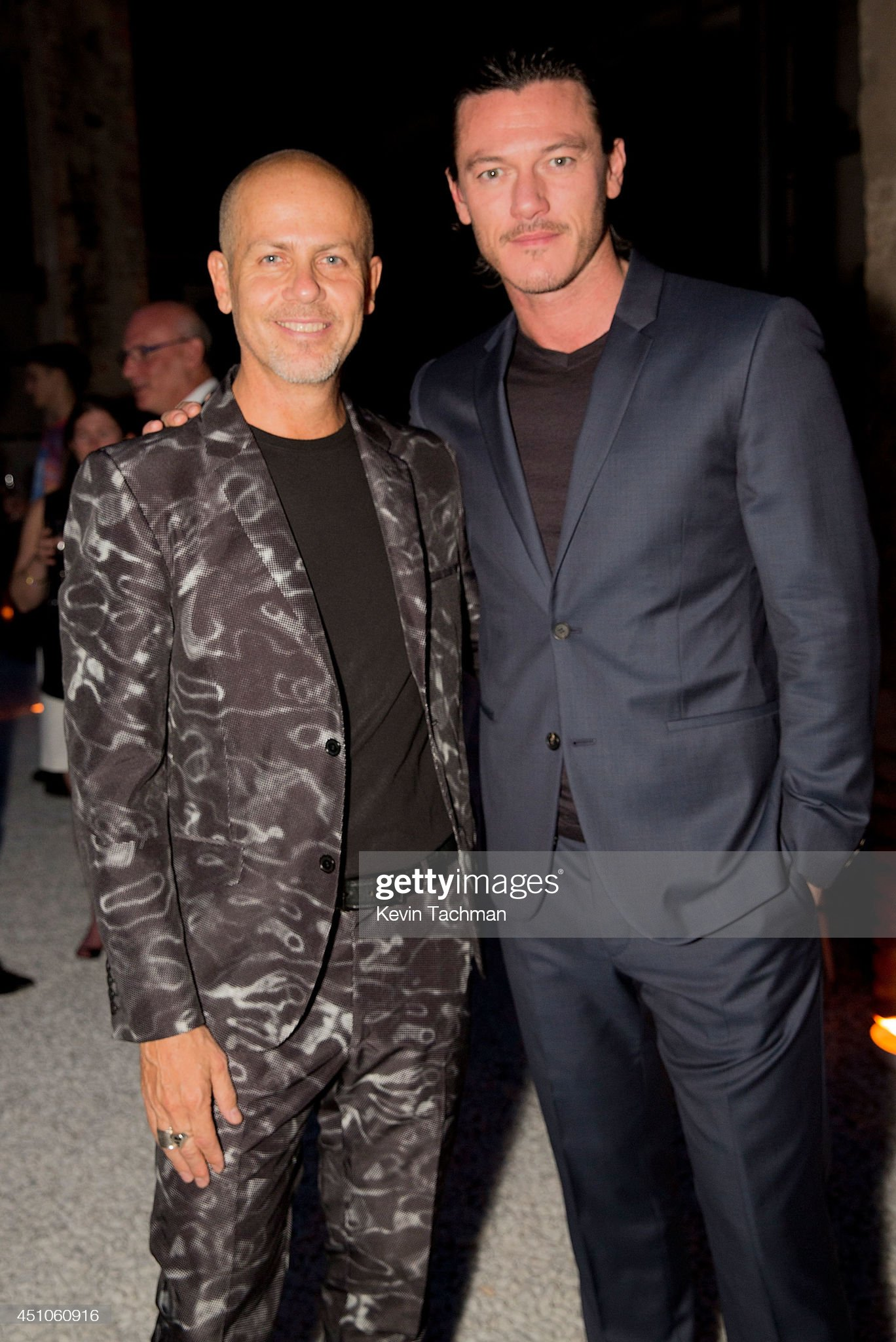 ¿Cuánto mide Italo Zucchelli? - Altura - Real height Creative-director-italo-zucchelli-and-luke-evans-attend-a-celebration-picture-id451060916?s=2048x2048