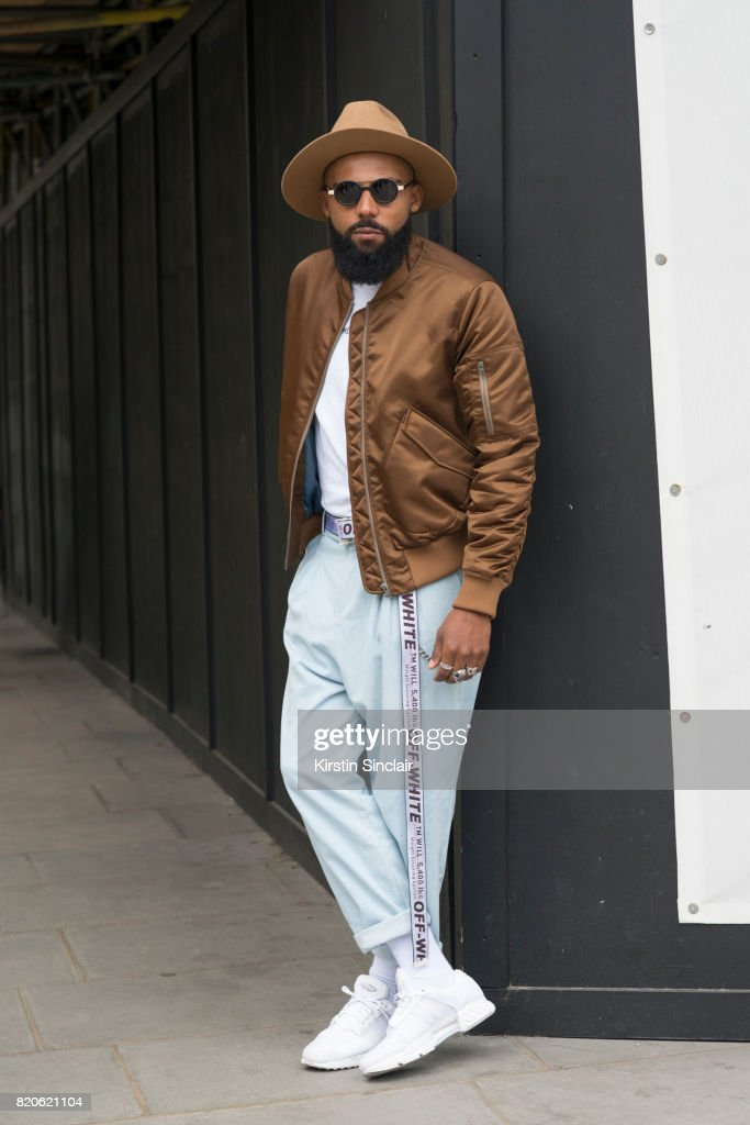 Street Style - London Fashion Week - Menswear Spring/Summer 2018 : Day Four : News Photo