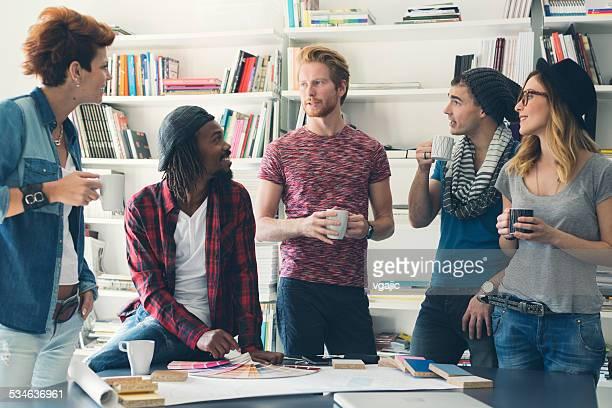 Creative Discussion dans le bureau.