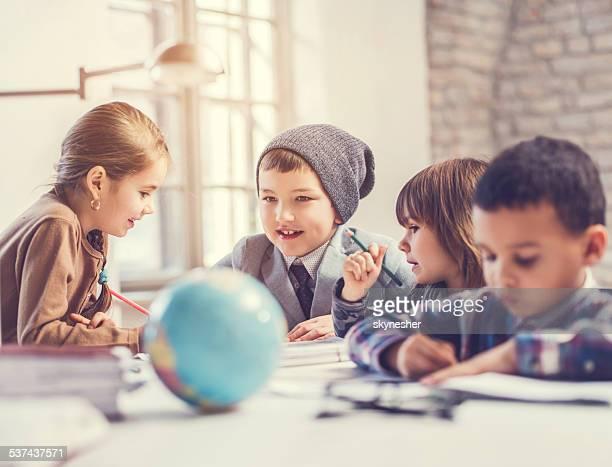 Kreative Gruppe von Kindern.