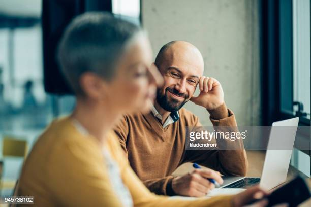 creative ideas in a relaxed environment - business casual stock pictures, royalty-free photos & images