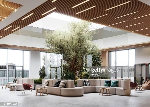 大きなロビーを備えた3dのクリエイティブなオフィスインテリア - ロビー ストックフォトと画像