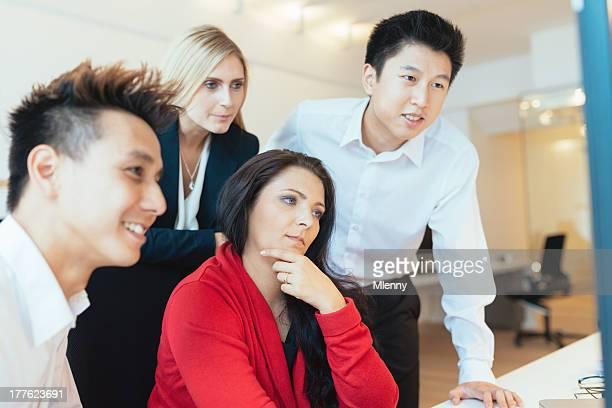 Jeune équipe créative d'affaires