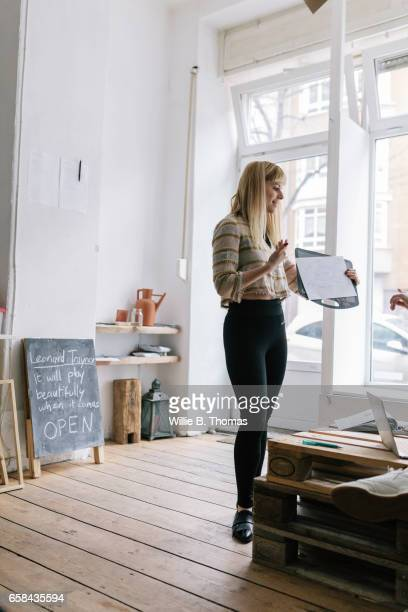 Creatives businesswoman leading business meeting
