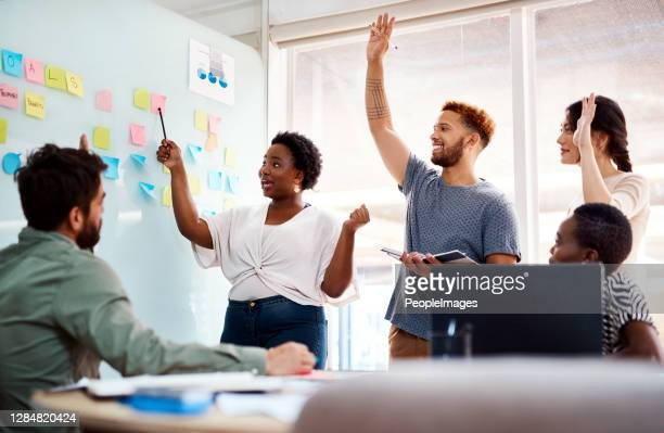 creativiteit stimuleert het genereren van gezonde feedback en het verzamelen - feedback stockfoto's en -beelden