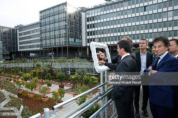 Creator of the 'Anamorphose' Anamorphosis Francois Abelanet French Prime Minister Manuel Valls and President of the 'Institut du Monde Arabe' Jack...