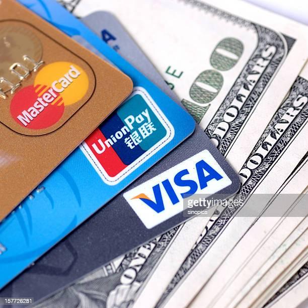 Une carte de crédit et de l'argent
