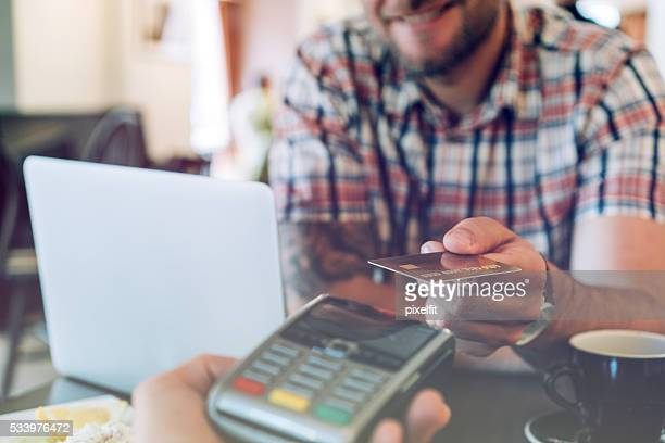 Kreditkarte Kontaktloses bezahlen