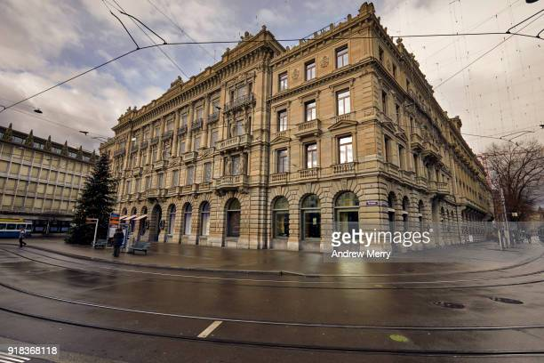 credit suisse headquarters building and ubs building to the left, paradeplatz, bahnhofstrasse, zürich - credit suisse stock pictures, royalty-free photos & images