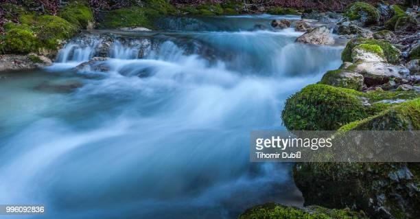creek bregana - agua descendente fotografías e imágenes de stock