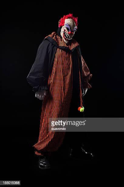 怖い大人のピエロハロウィンコスチュームにブラックのポートレート