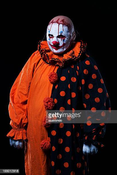 Suspense Halloween Clown à Bloody masque, Portrait sur noir