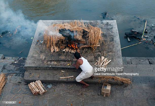 cremation ceremony on bagmati river - hinduism stock pictures, royalty-free photos & images