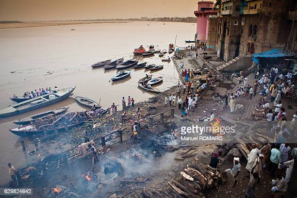 cremation in varanasi - manikarnika ghat stock photos and pictures