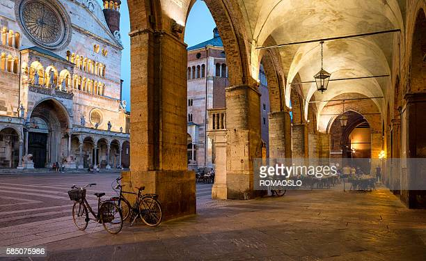 cremona cathedral  and archway at dusk, lombardy italy - cremona foto e immagini stock