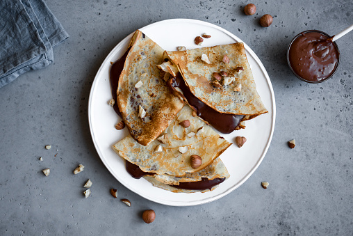 Crepes with chocolate spread 1060352182