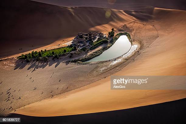 crescent lake, dunhuang city, gansu, china - gansu province stock pictures, royalty-free photos & images