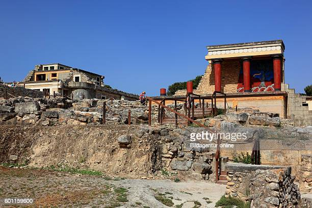 Crete Knossos palace complex of the Minoer reconstructions overview and bastion