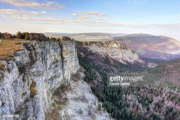 creux du van, canyon in neuchatel canton, switzerland - ヌーシャテル ストックフォトと画像